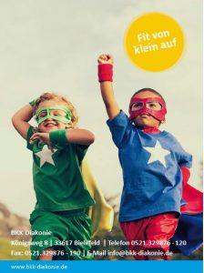 Bonusheft für Kinder und Jugendliche. Zu sehen sind zwei Jungs, die ein Superhelden-Kostüm tragen und ihre Arme in die Luft strecken.