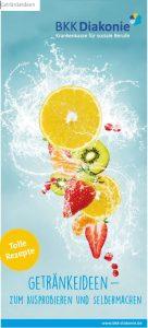 Abgebildet ist ein Gesundheitsflyer der BKK Diakonie mit Rezepten für gesunde Getränke. Zu sehen sind verschiedene Früchte..